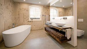 Ein wohldosierter Stilmix erzeugt in diesem Badezimmer Spannung und Harmonie in Vollendung.