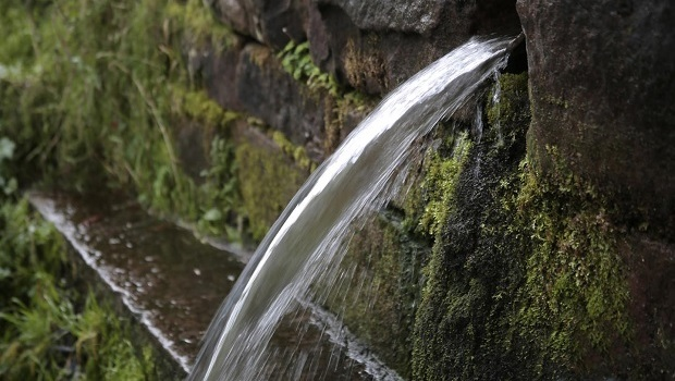 In Deutschland gibt es Wasser im Überfluss. Industrie und Haushalte nutzen davon weniger als 15 Prozent.